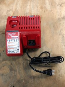 Milwaukee M12/M18 MULTI VOLTAGE CHARGER